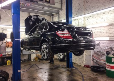 Замена передних амортизаторов на Mercedes-Benz C-class