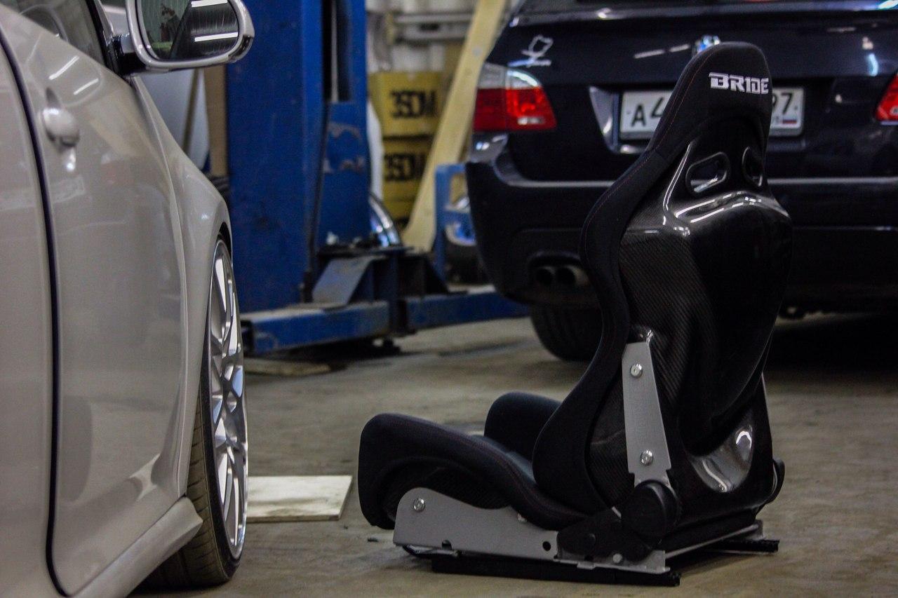 Установка спортивных сидений Volkswagen Golf MK5